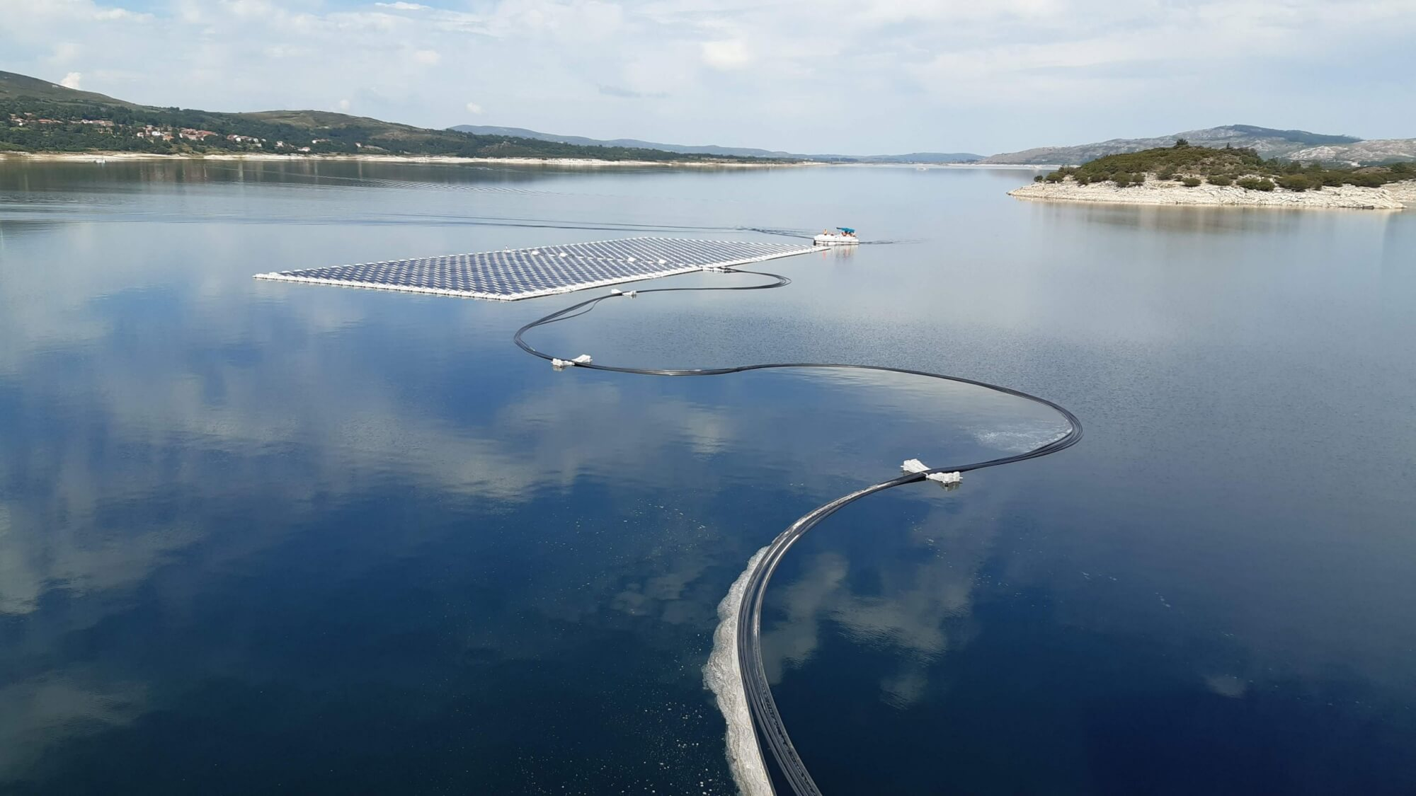 Floating photovoltaic solar power plant at the Rabagão river basin, in Montalegre.