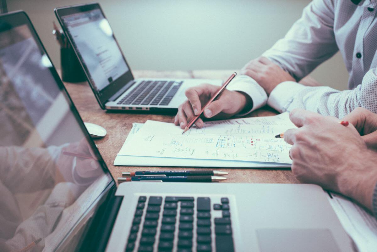 A ten-steps-approach for qualitative document analysis using MAXQDA